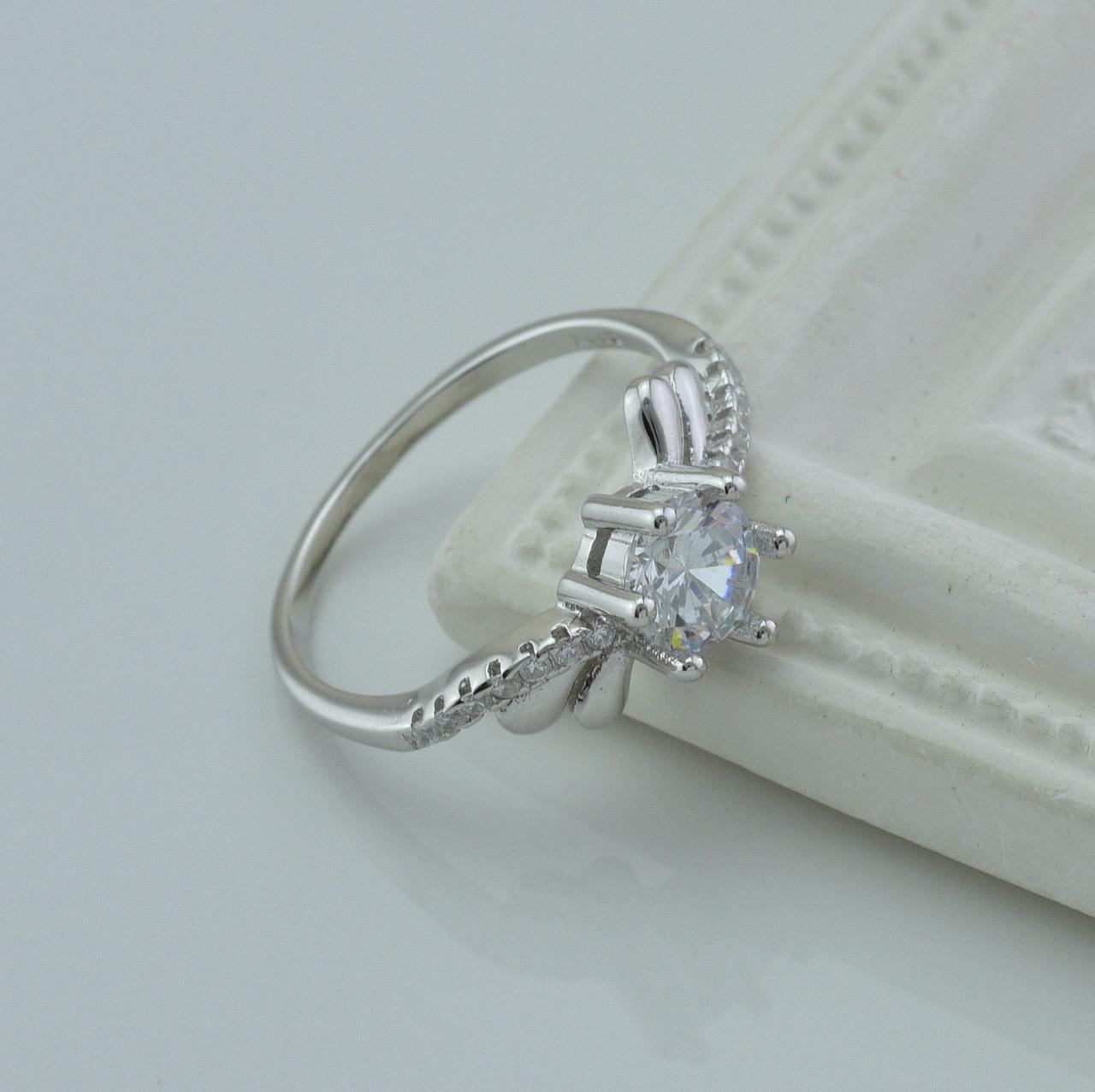 Серебряное кольцо размер 19.5 вставка белые фианиты вес 2.5 г