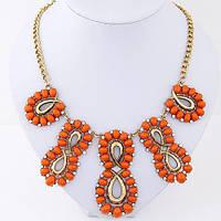 Колье с оранжевыми камнями в золотом цвете