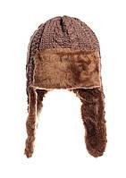 Коричневая шапочка связана стильными косами, утеплена исскуственным мехом