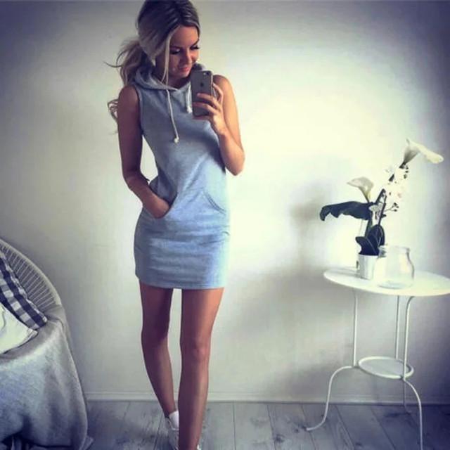 женское летнее платье в спортивном стиле с капюшоном