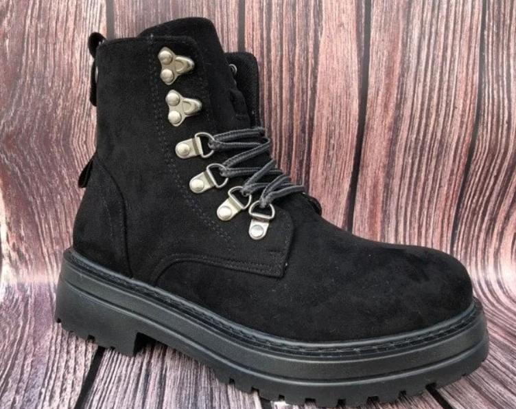 Зимние женские ботинки на шнуровке