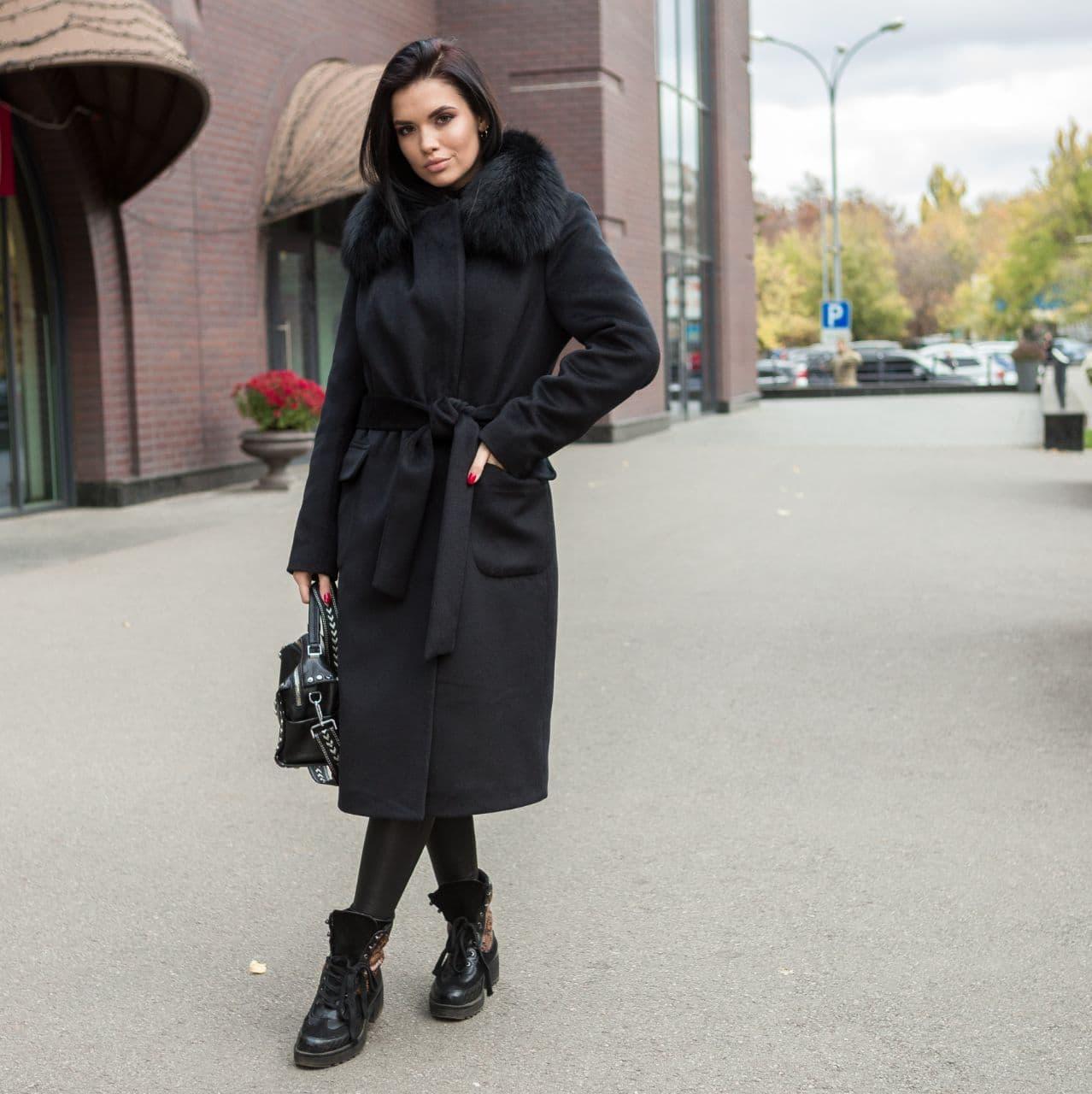 Пальто зимове жіноче чорне з хутром