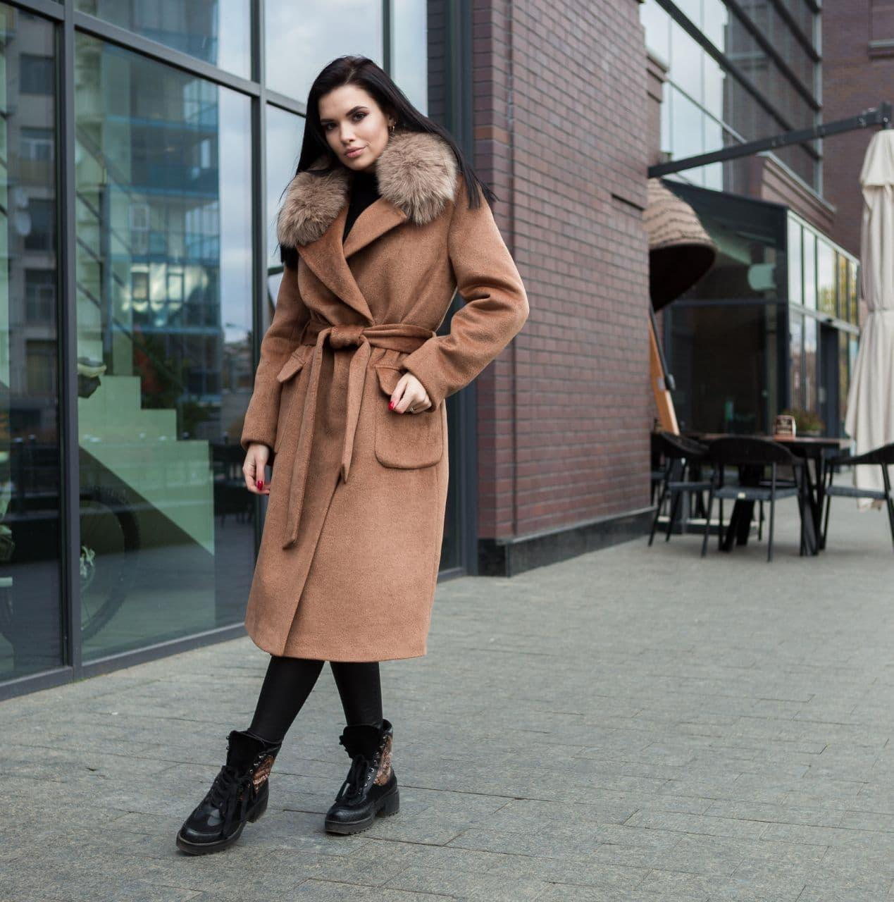 Пальто зимове жіноче коричневе з хутром
