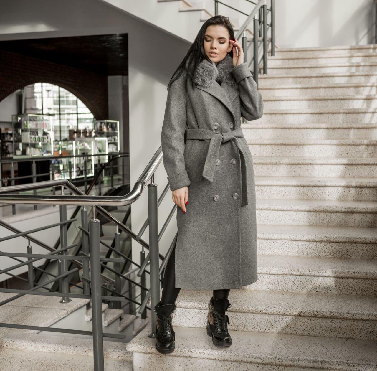 Пальто зимнее женское с мехом серое