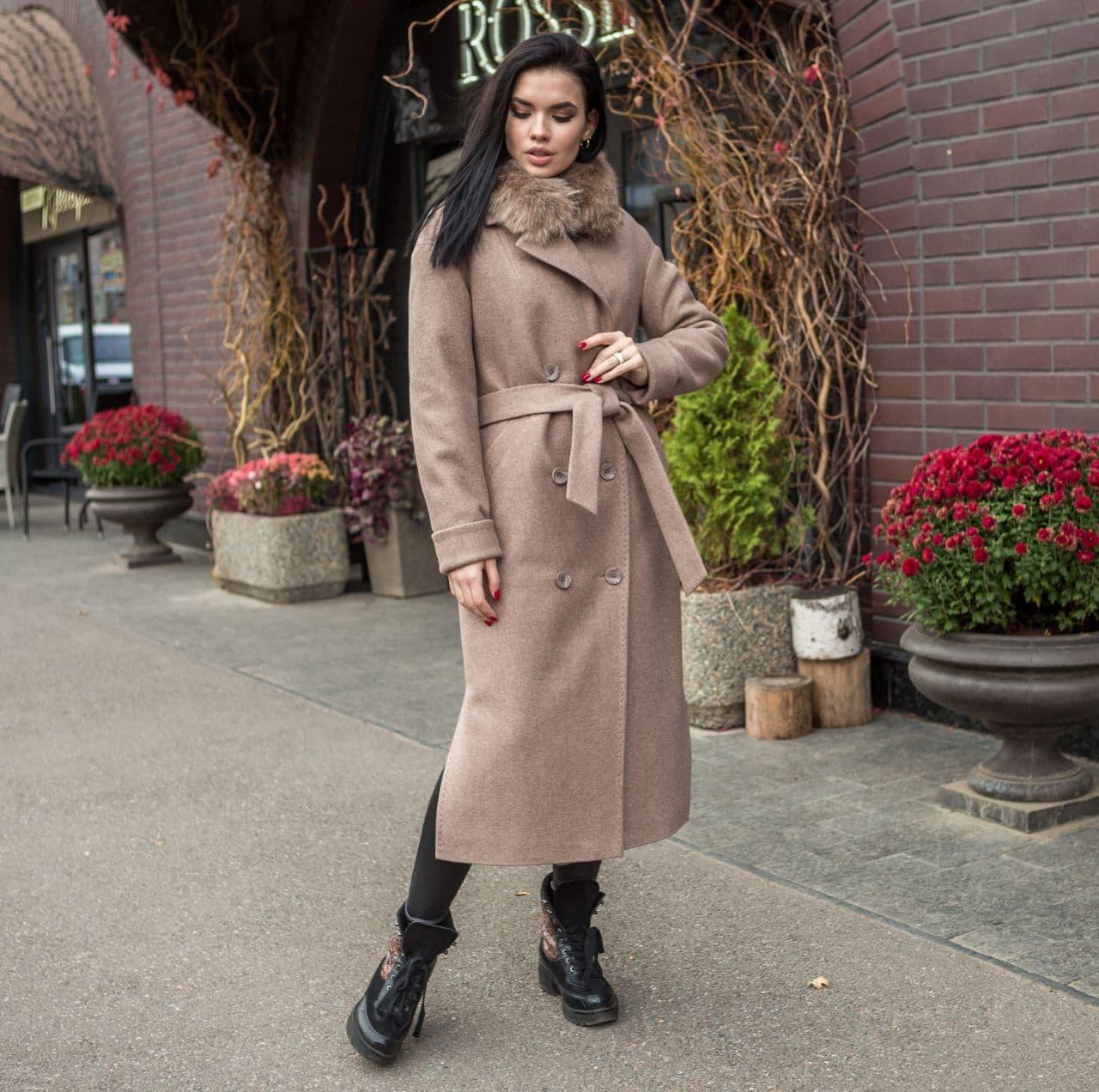 Пальто зимнее женское с мехом бежевое