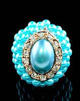 Шикарное  кольцо с  камнем и маленькими жемчужинами по периметру в голубых тонах 17 размер