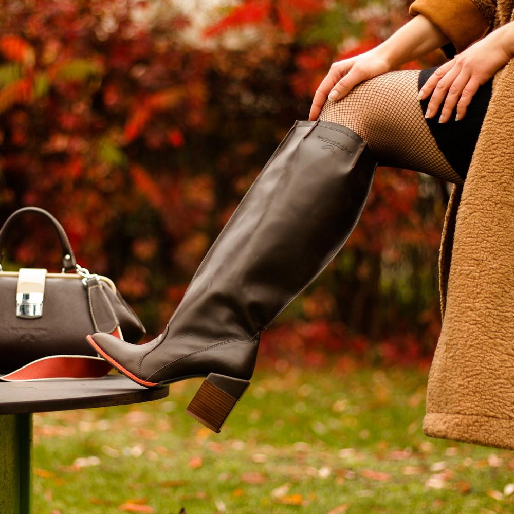 """Сапоги в стиле """"милитари"""" со свободным голенищем, каблук 8см, цвет коричневый, в наличии размер 38"""