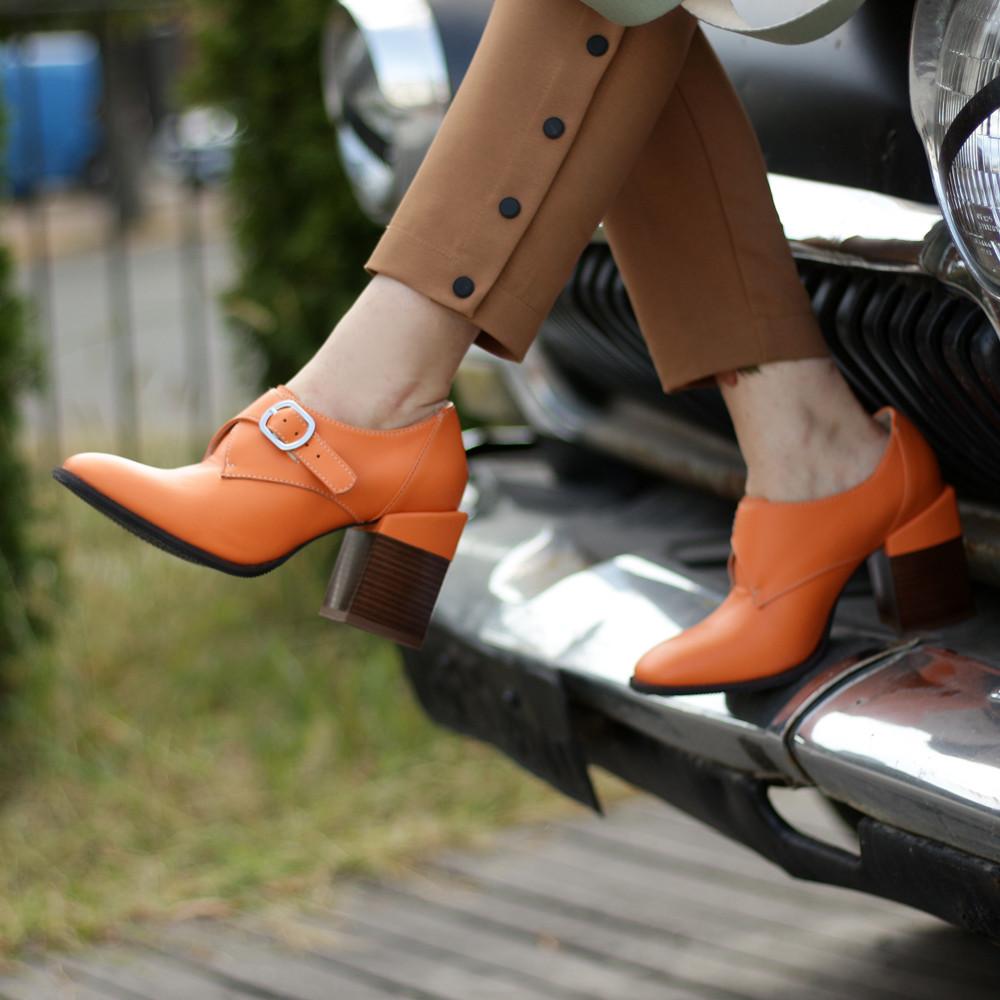 Глубокие туфли-монки с оригинальным каблуком 8см, цвет морковный, в наличии размер 38