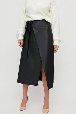 Женская черная юбка миди из экокожи с запахом