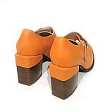 Глубокие туфли-монки с оригинальным каблуком 8см, цвет морковный, в наличии размер 38, фото 4