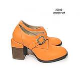 Глубокие туфли-монки с оригинальным каблуком 8см, цвет морковный, в наличии размер 38, фото 2