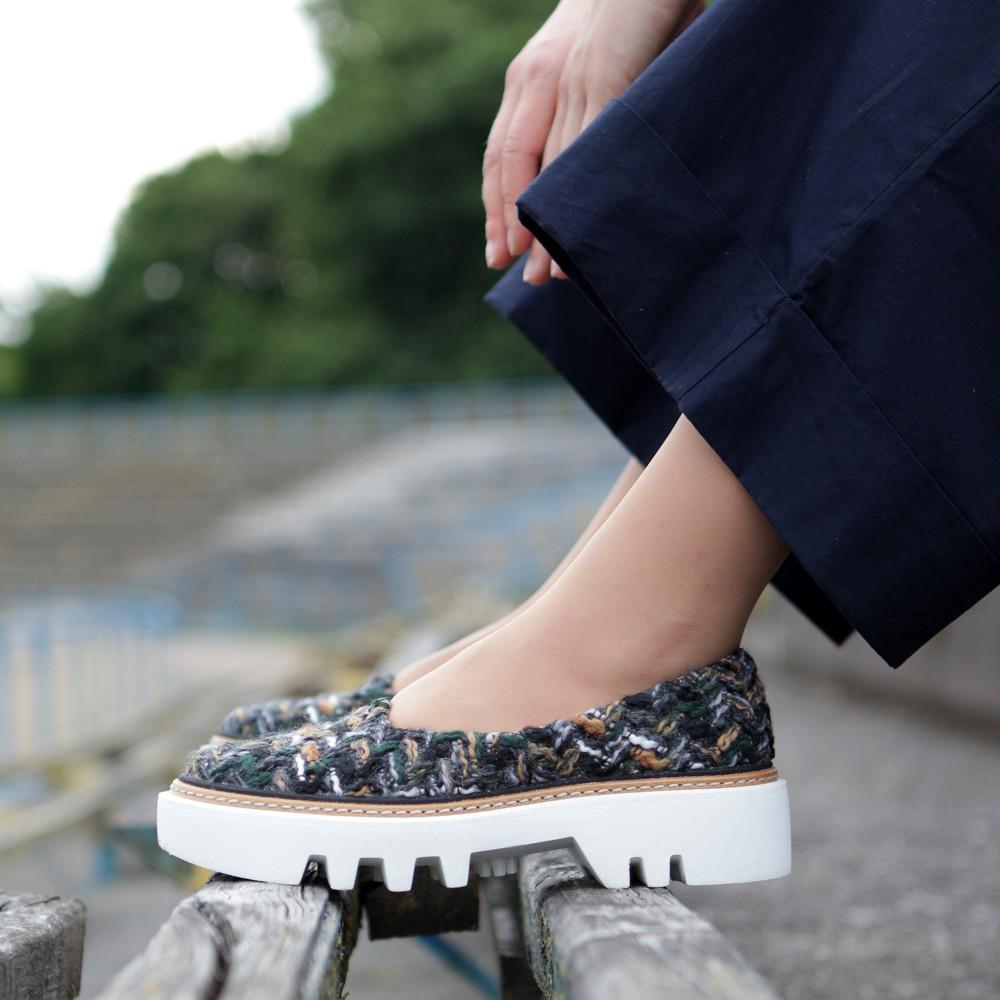 Туфли из обувного текстиля букле на массивной подошве, цвет микс