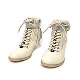 Ботильйони з відкритою шнурівкою, каблук 6 см, колір молочний, фото 3