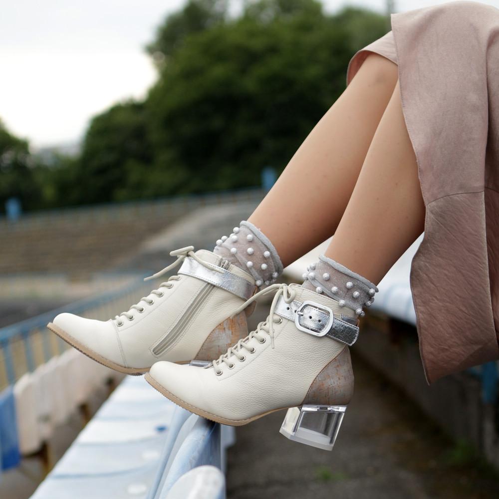 Ботильйони з відкритою шнурівкою, каблук 6 см, колір молочний