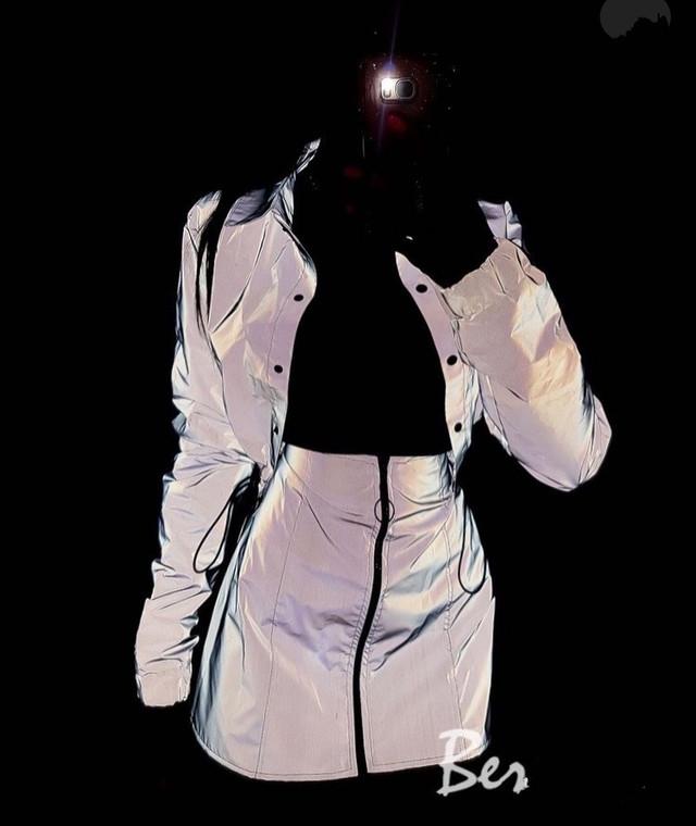 Жіночий спідничний костюм з світловідбиваючої плащової тканини Вітровка і міні спідниця