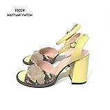 Кожаные босоножки на устойчивом каблуке, цвет желтый/питон, фото 2