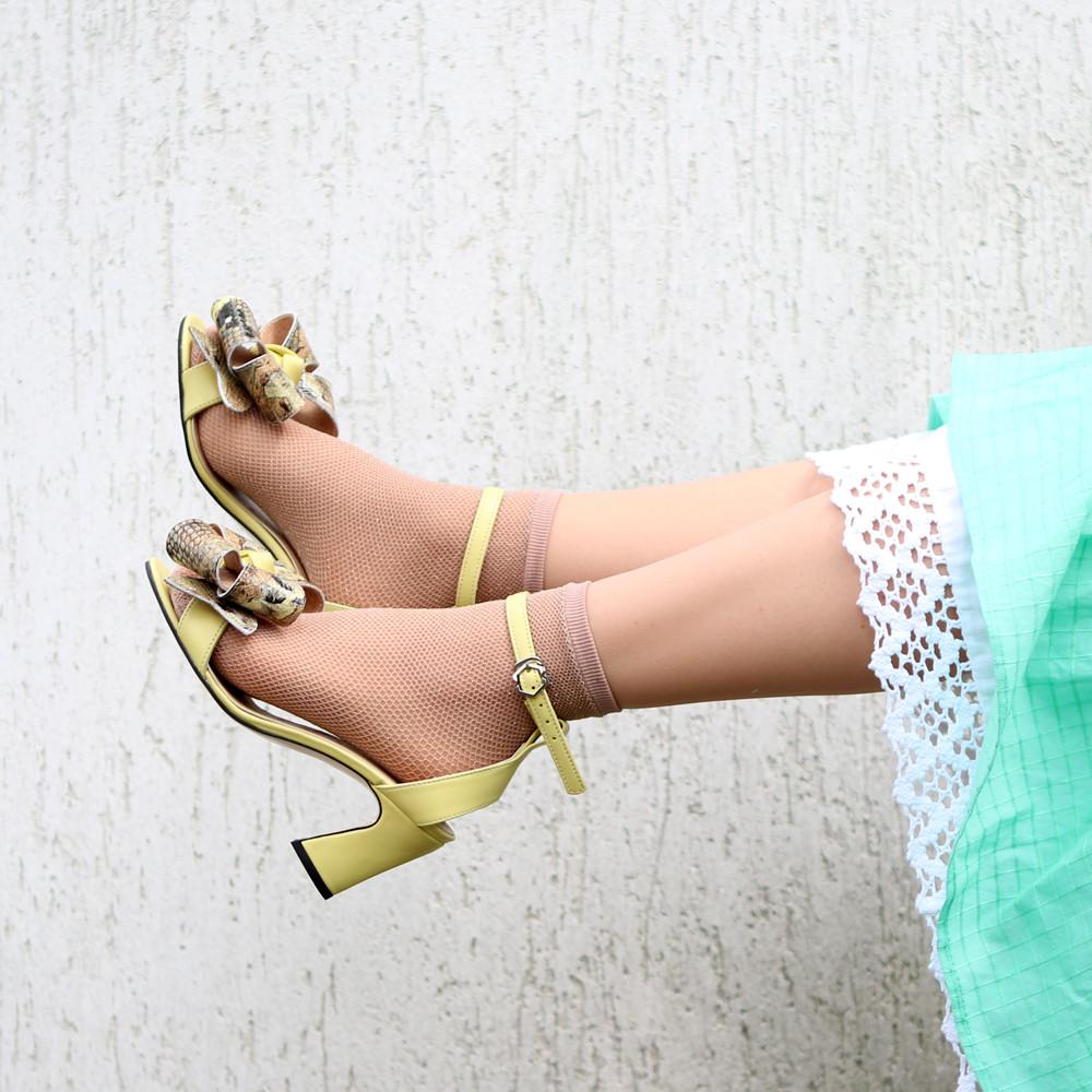 Босоножки со съемными бантами и фигурным каблуком 6см, цвет желтый, в наличии размер 36