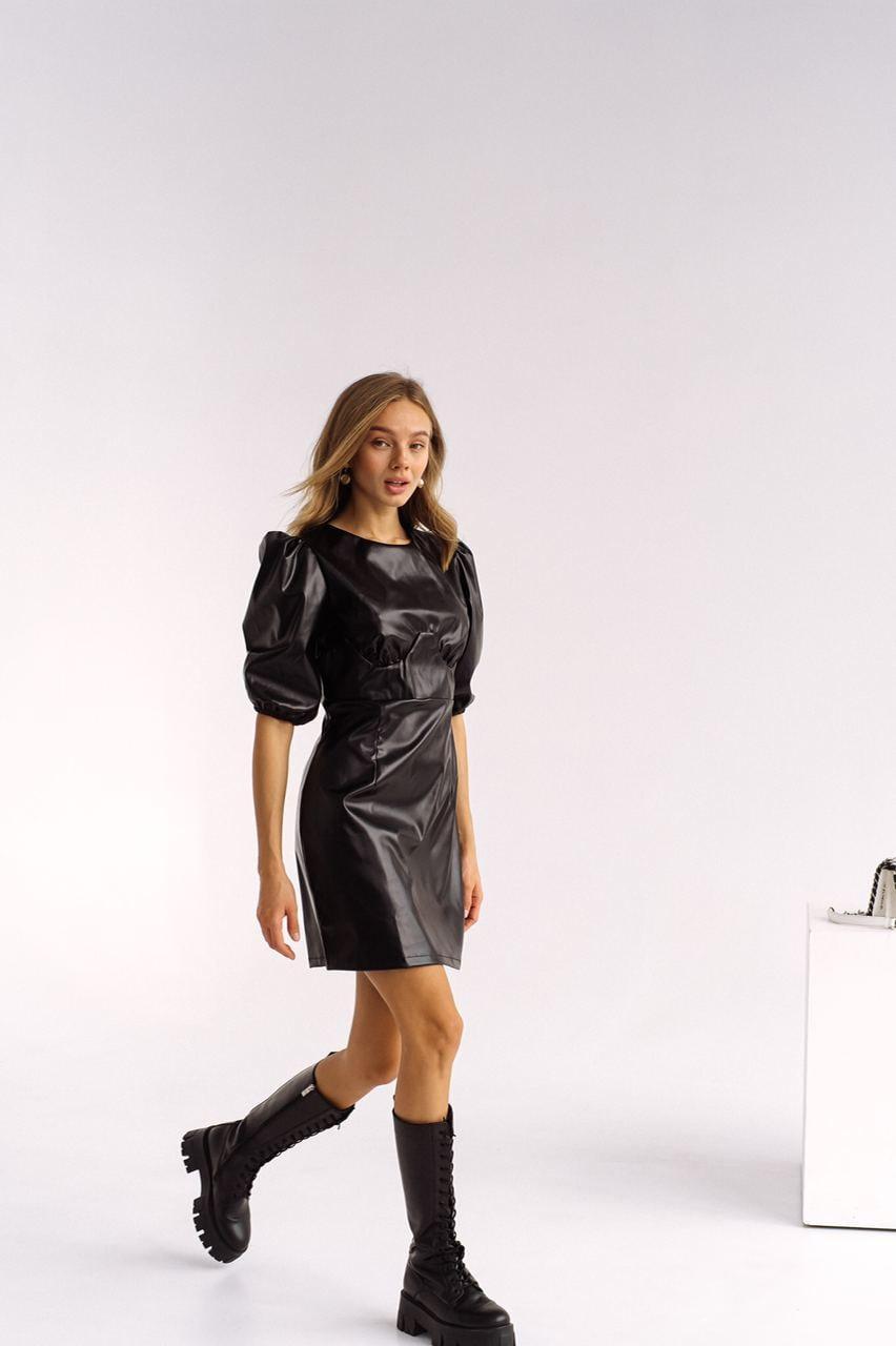 Жіноче трендові платьез еко шкіри з коротким рукавом