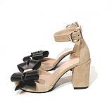 Туфли-деленки с объемными бантами из кожи, каблук 8см, цвет беж/ черный, фото 3