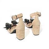 Туфли-деленки с объемными бантами из кожи, каблук 8см, цвет беж/ черный, фото 5
