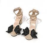 Туфли-деленки с объемными бантами из кожи, каблук 8см, цвет беж/ черный, фото 4