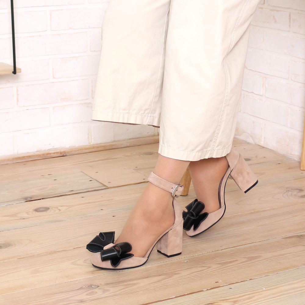 Туфли-деленки с объемными бантами из кожи, каблук 8см, цвет беж/ черный