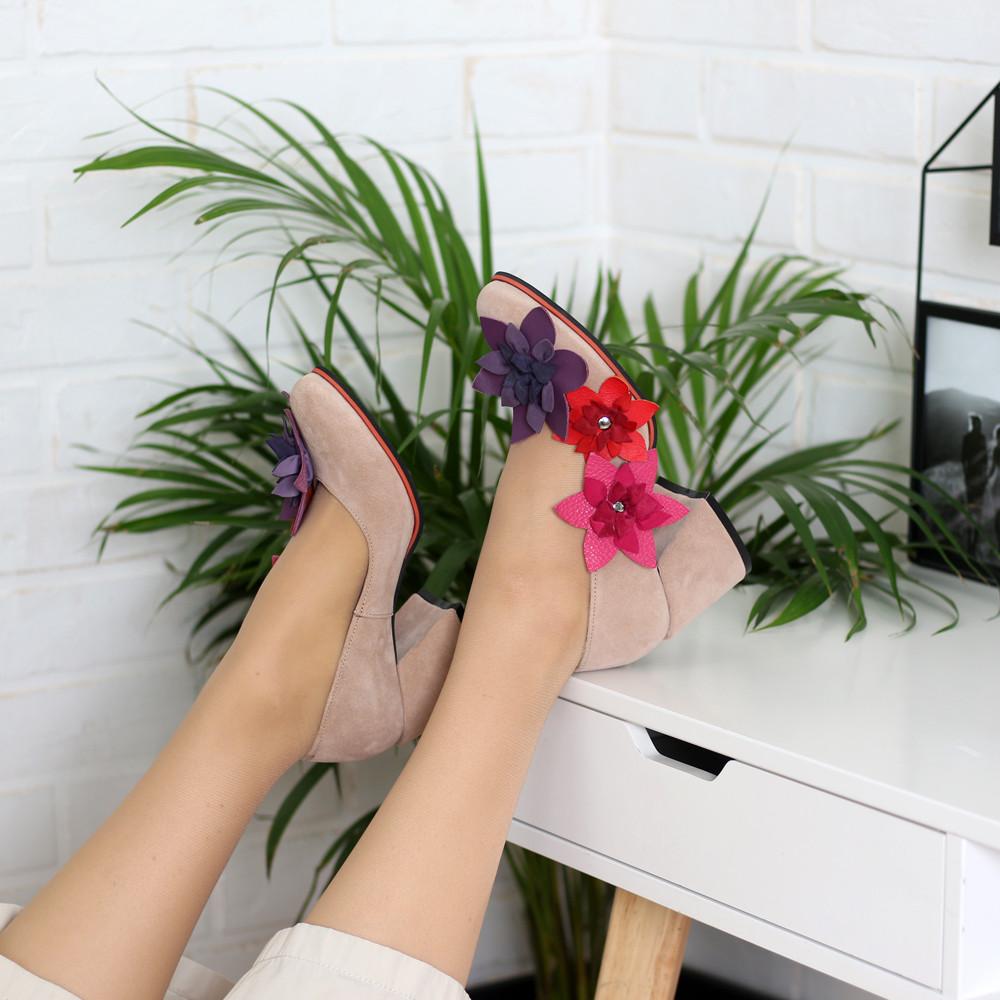 Туфли с цветочным декором, каблук 6см,  цвет беж/ микс