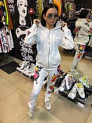 Женский спортивный костюм с бабочками белый
