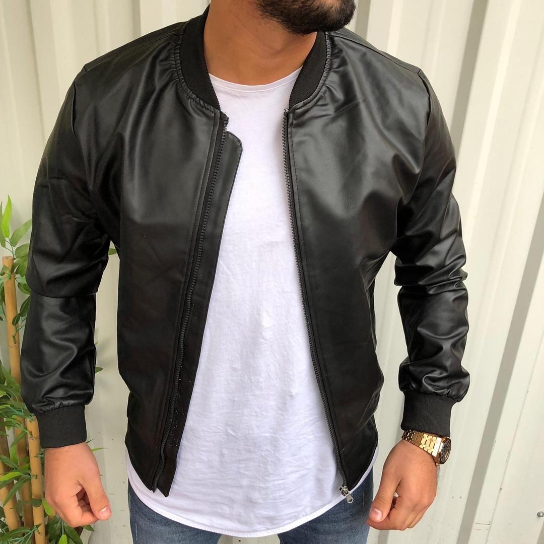 Стильная мужская кожаная куртка черная