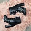 Ботинки женские черные на высоком устойчивом каблуке. Натуральная кожа с тиснением питон, фото 4