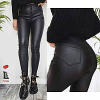 Брюки женские черные из джинса с напылением под кожу СБ/-24863