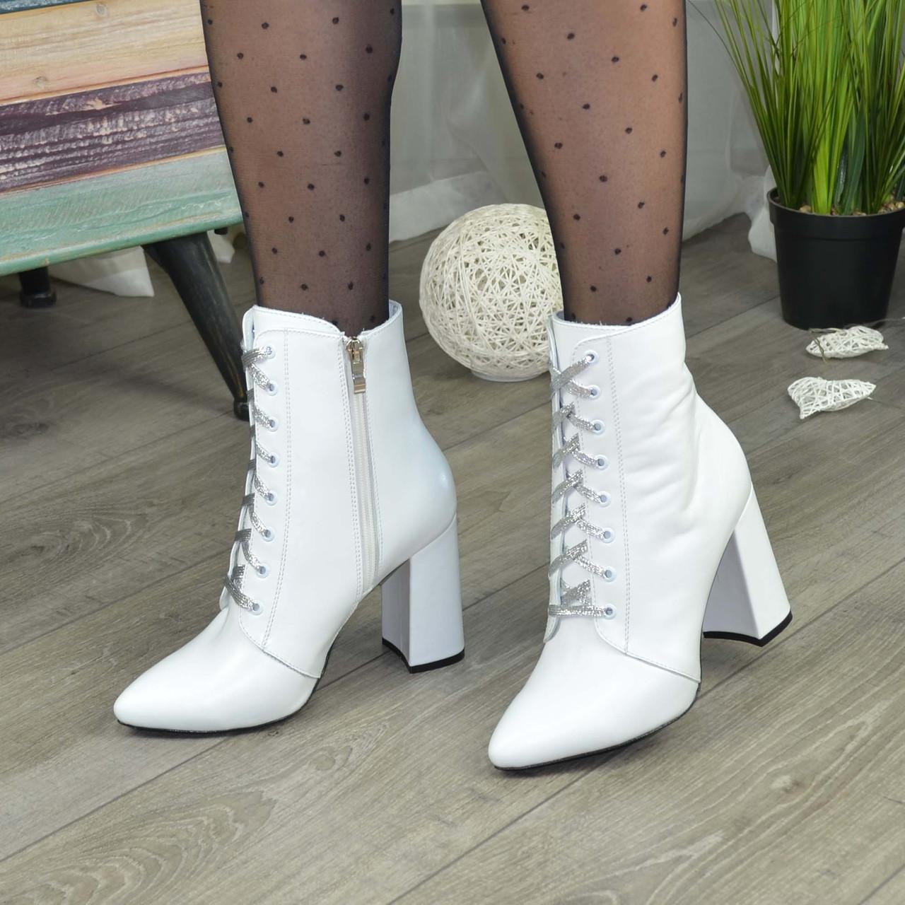 Ботинки кожаные женские на высоком каблуке. Цвет белый