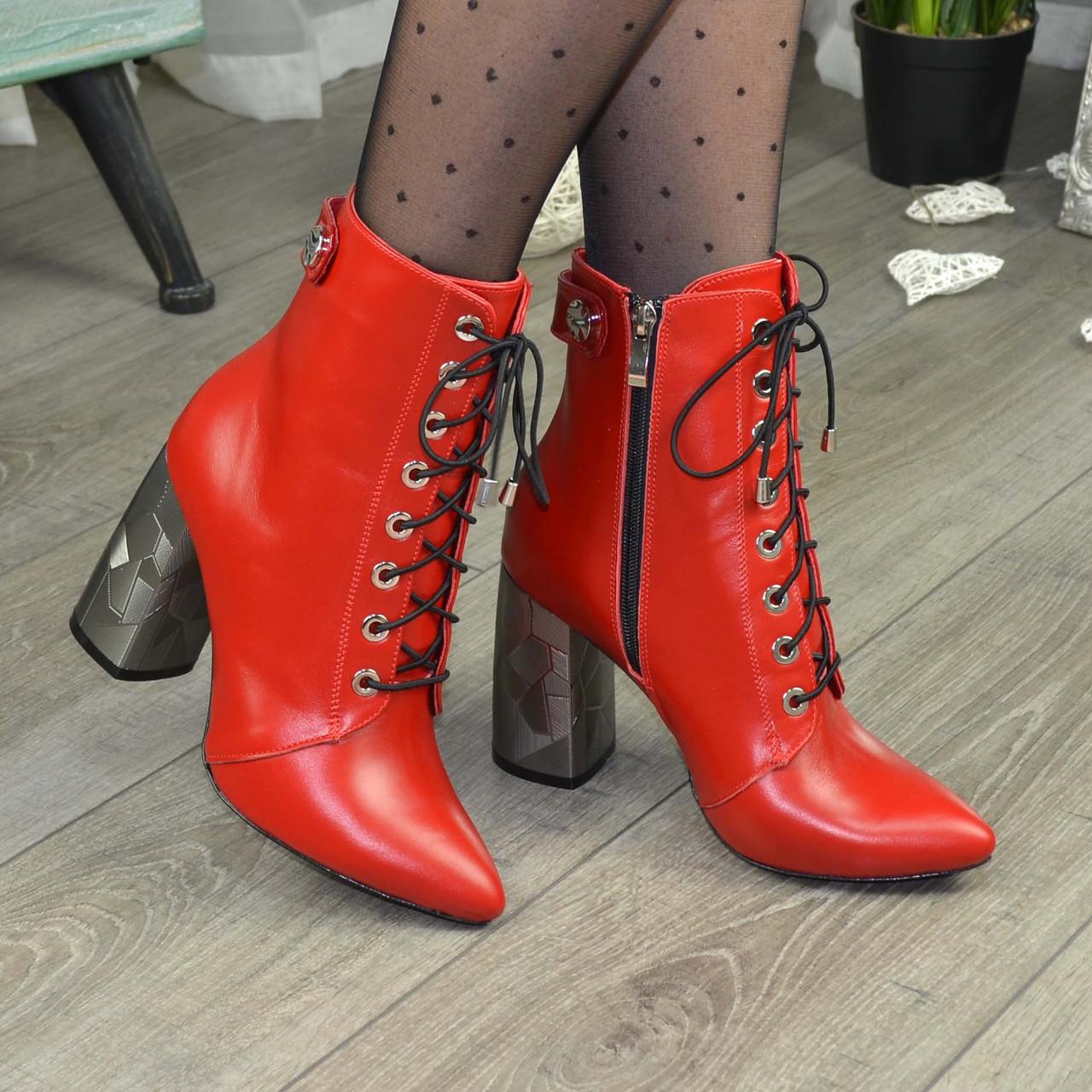 Ботинки кожаные женские на высоком каблуке. Цвет красный
