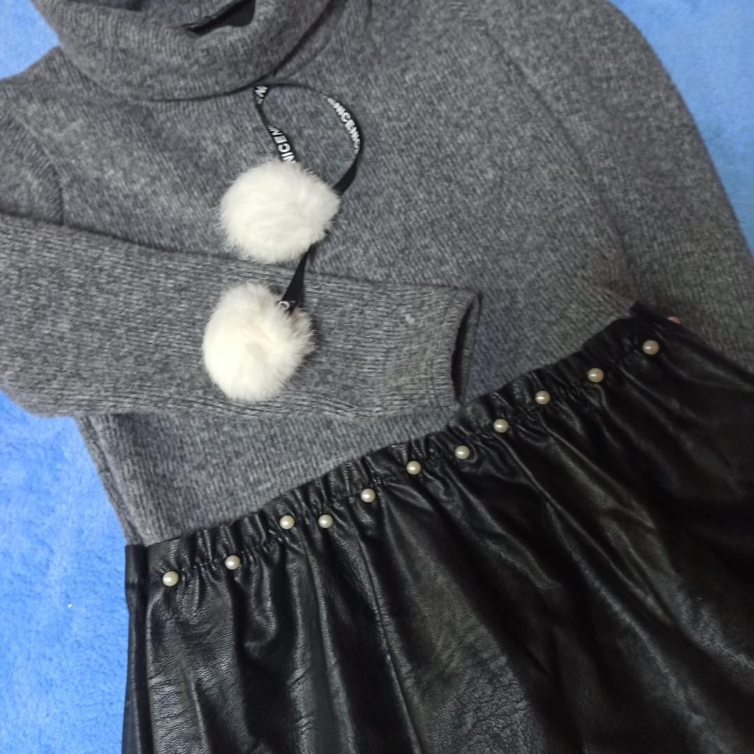 Модное нарядное красивое теплое платье для девочки серого цвета.. Юбка- кожзам черного цвета.