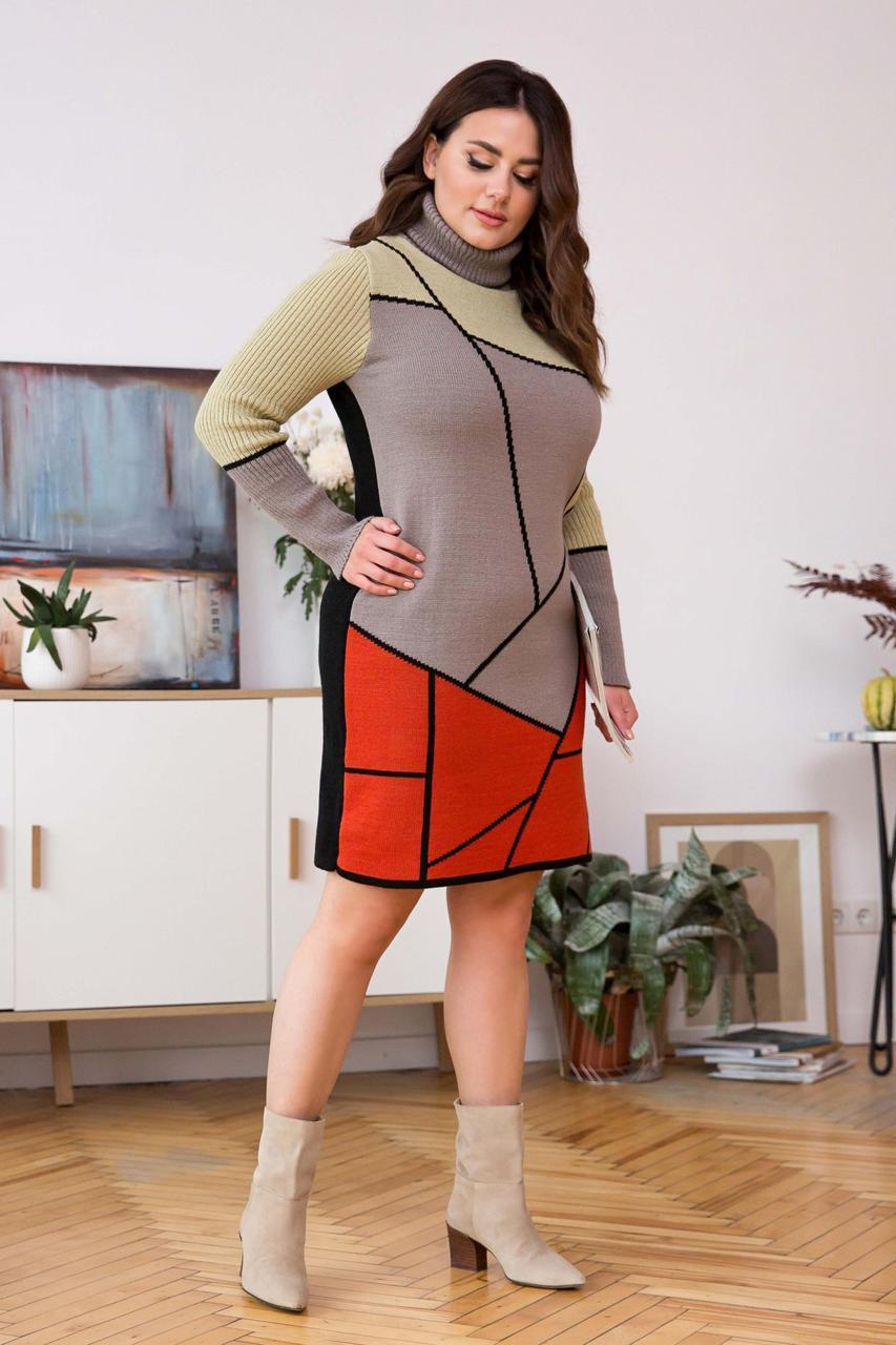 Стильное вязаное платье многоцветное