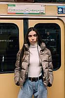Женская короткая весенняя куртка пепельного цвета