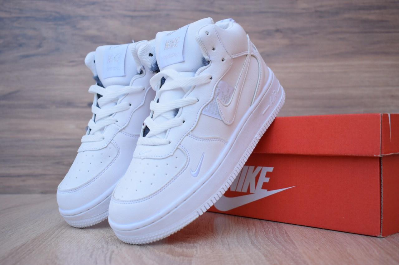Женские кроссовки Nike Air Force 1 Mid LV8 (на меху) зима, белые. Размеры (36,37,39)