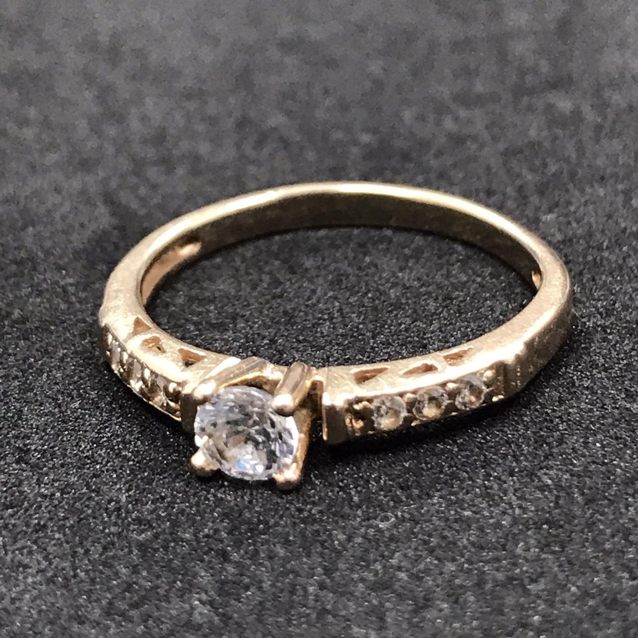 Золотое кольцо с фианитами 585 пробы, вес 2.04 г. Б/у. Продажа из ломбарда