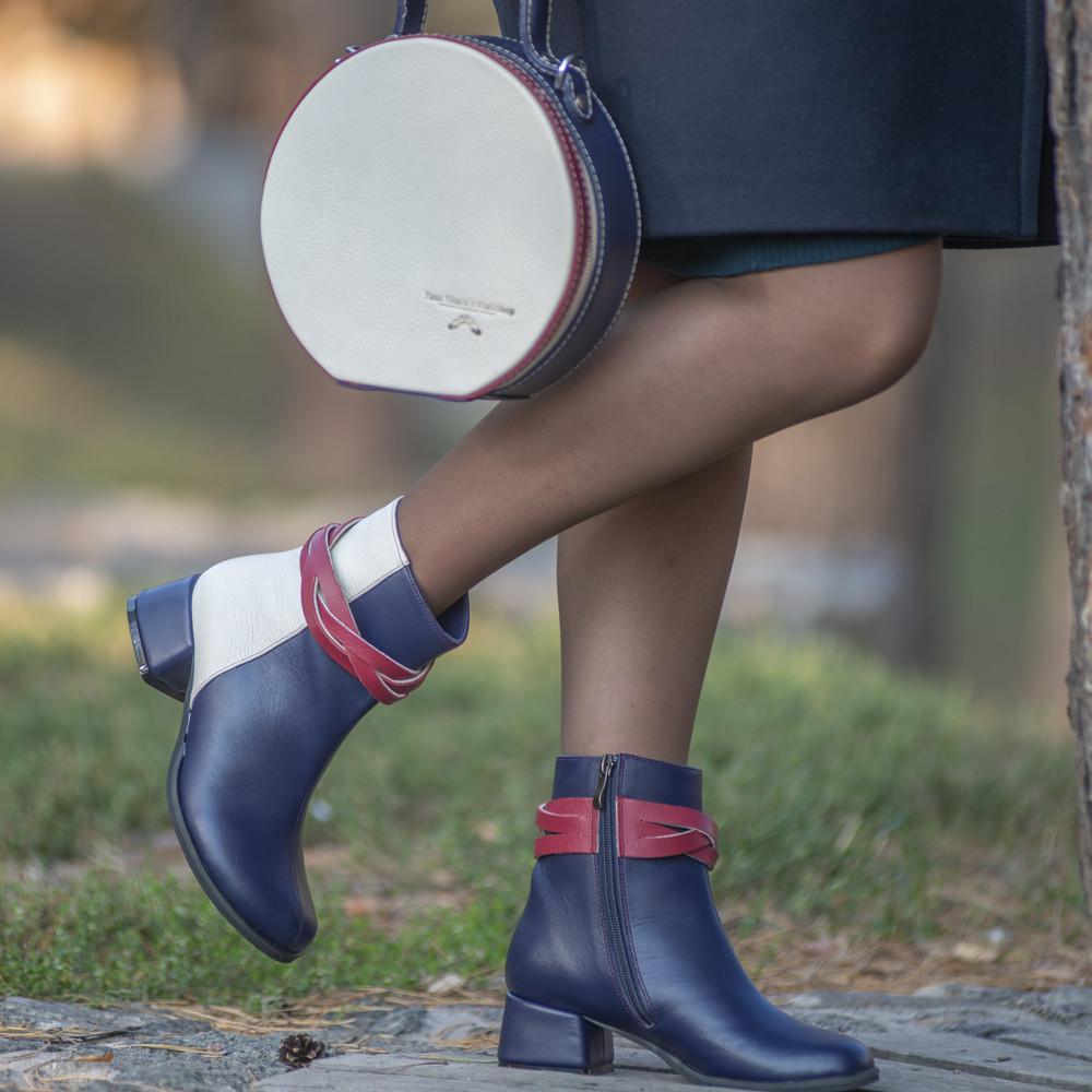 Кожаные ботинки с плетеной косой вокруг лодыжки, цвет темно-синий/ беж/ красная груша
