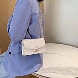 Женская классическая сумочка кросс-боди на толстой цепочке рептилия крокодил на три отдела бежевая, фото 2