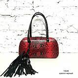 Сумка-багет со съемным декором и кожей под питон, цвет черно-красный, фото 2