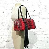Сумка-багет со съемным декором и кожей под питон, цвет черно-красный, фото 7