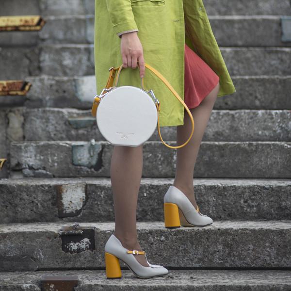 Сумка круглой формы, цвет светло-серый/беж/желтая горчица