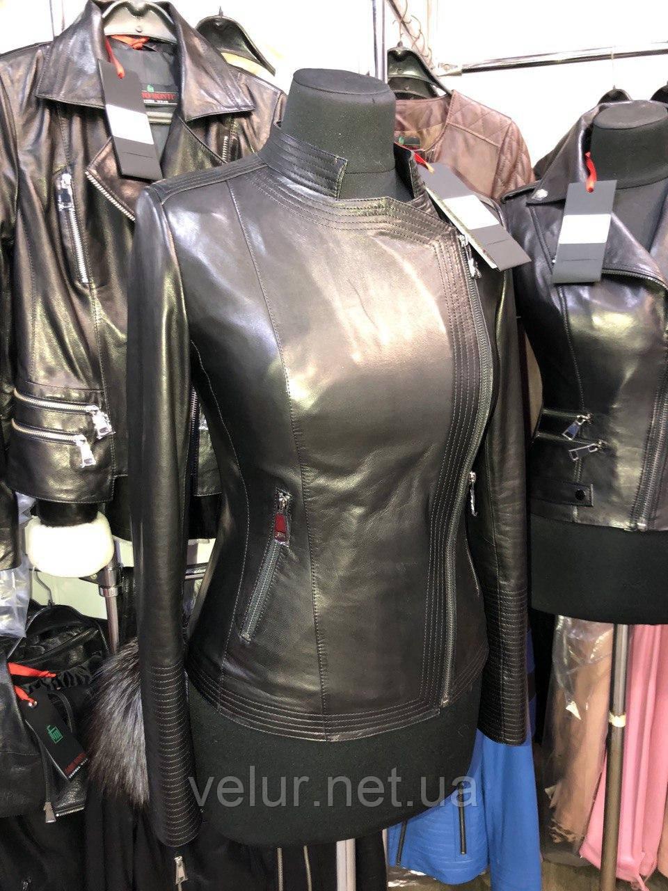 Черная кожаная куртка строгого фасона про-во Турция