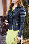 Чорна куртка з натуральної шкіри з стьобаними плічками, фото 4