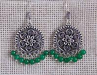Круглые индийские серьги с зелёными бусинами