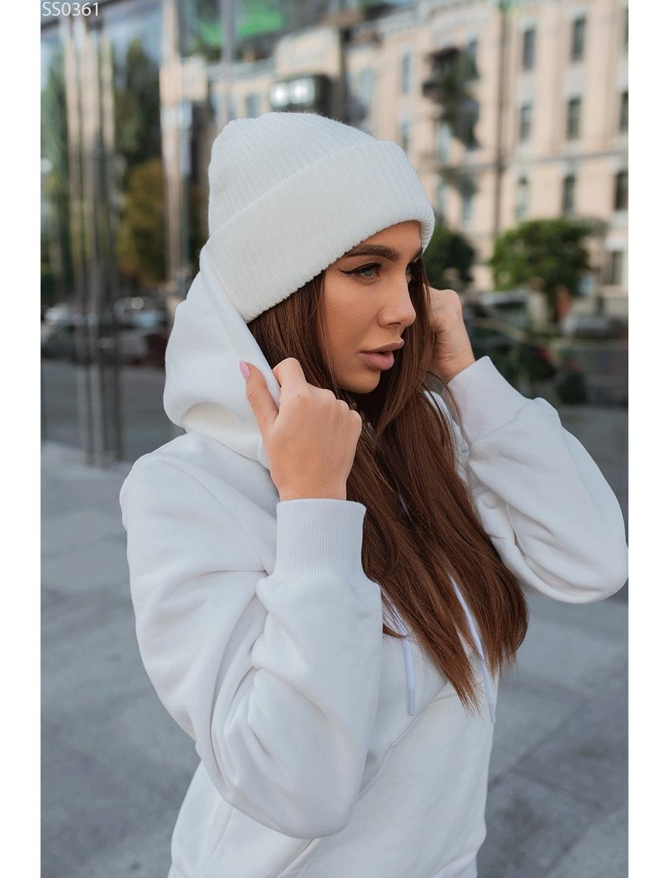 Женская шапка Staff white