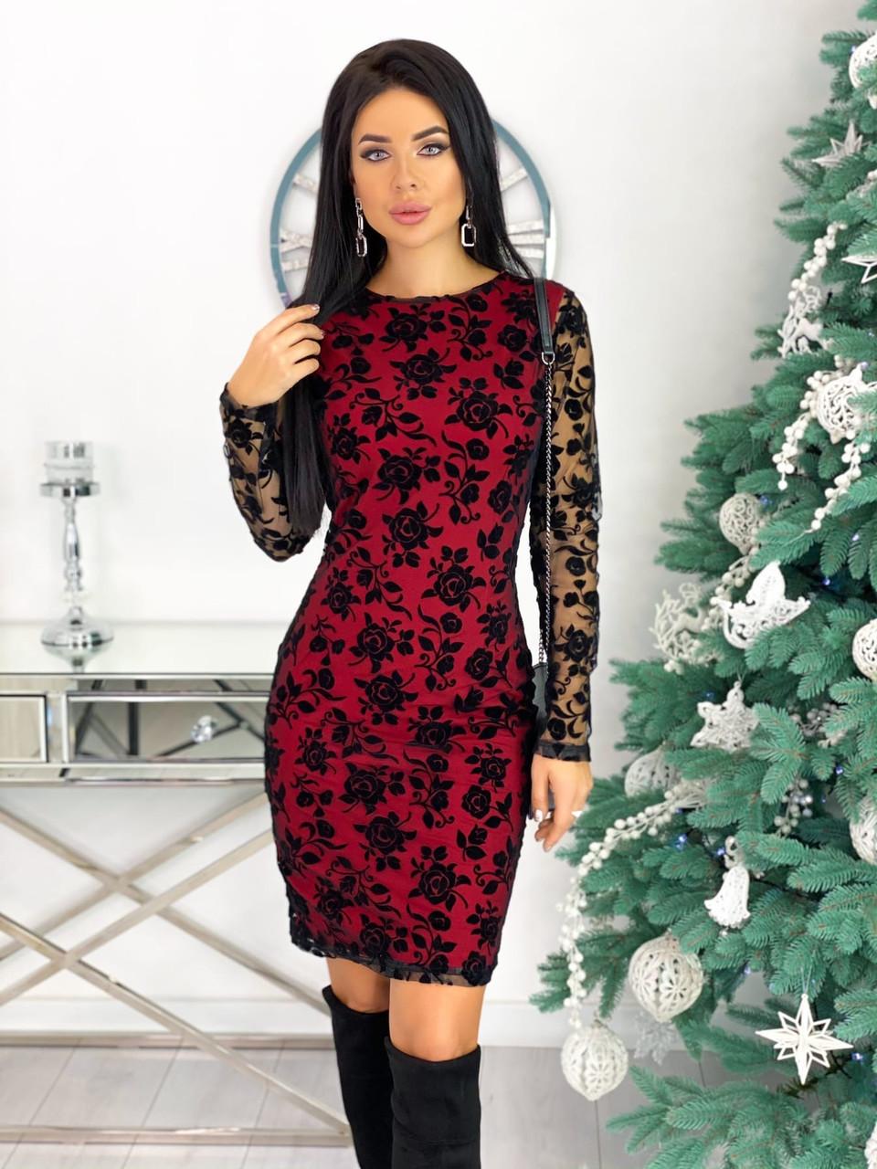 Красное вечернее платье с цветочным принтом