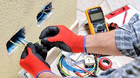 Услуги по монтажу электрооборудования и сетей.