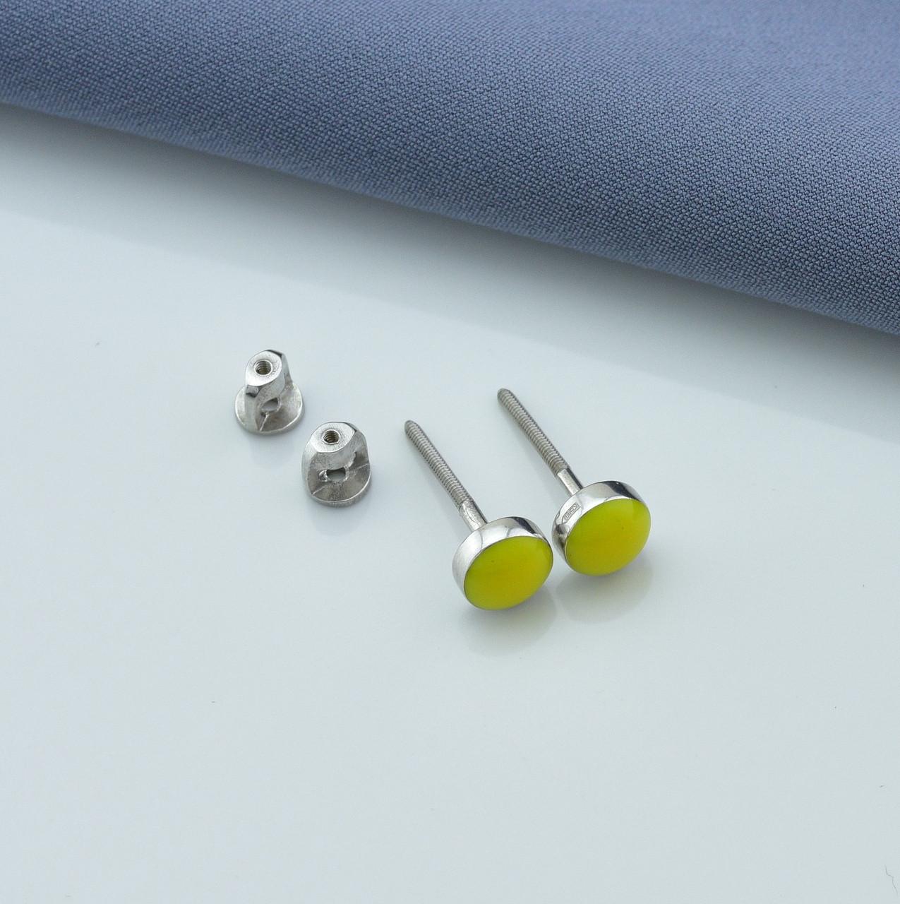 Серебряные серьги гвоздики размер 5х5 мм вставка желтая эмаль вес 1.47 г